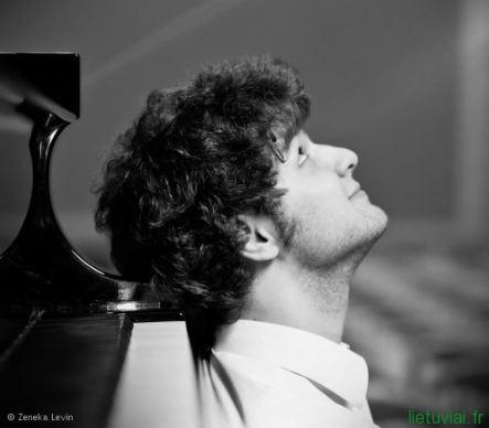 pianisto LUKO GENIUŠO koncertas Luvro muziejaus Auditoriume balandžio 16 d.